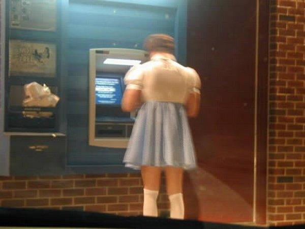 strange people at atm 03 10 Strangest People At ATMs