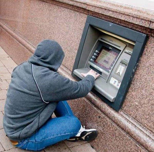 strange people at atm 09 10 Strangest People At ATMs