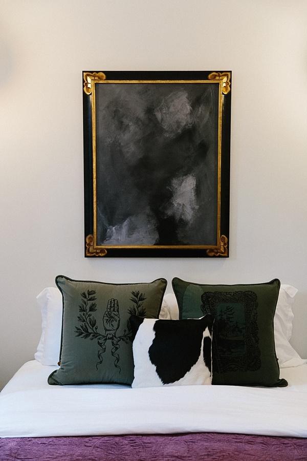 Noir bedroom details