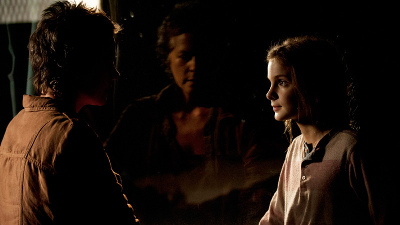 Carol-Lizzie-The-Walking-Dead-4-Temporada-Episodio-S04E04-Indifference