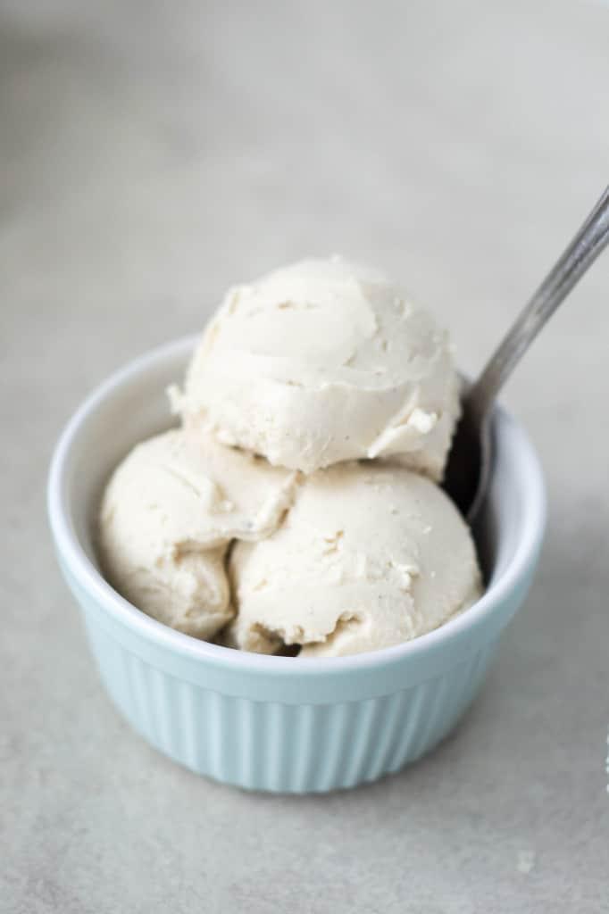 Raw Probiotic Cashew Yoghurt & Frozen Yoghurt
