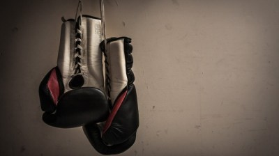 Boxing Gloves Hanging HD Wallpaper - WallpaperFX