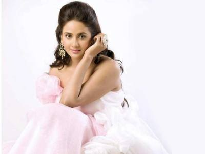 Parul Yadav HQ Wallpapers | Parul Yadav Wallpapers - 39079 - Filmibeat Wallpapers