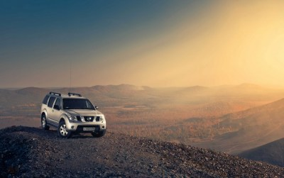 Nissan Pathfinder on Hill Top wallpapers | Nissan Pathfinder on Hill Top stock photos
