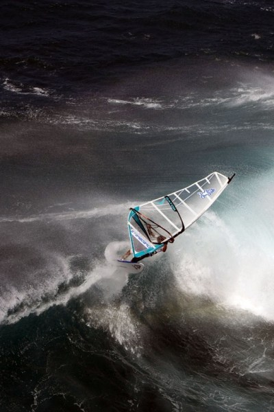 640x960 Windsurfing on Big Waves Iphone 4 wallpaper
