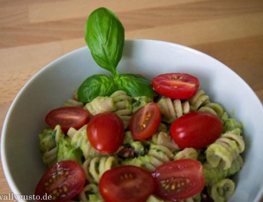 Avocado-Basilikum-Pesto-1