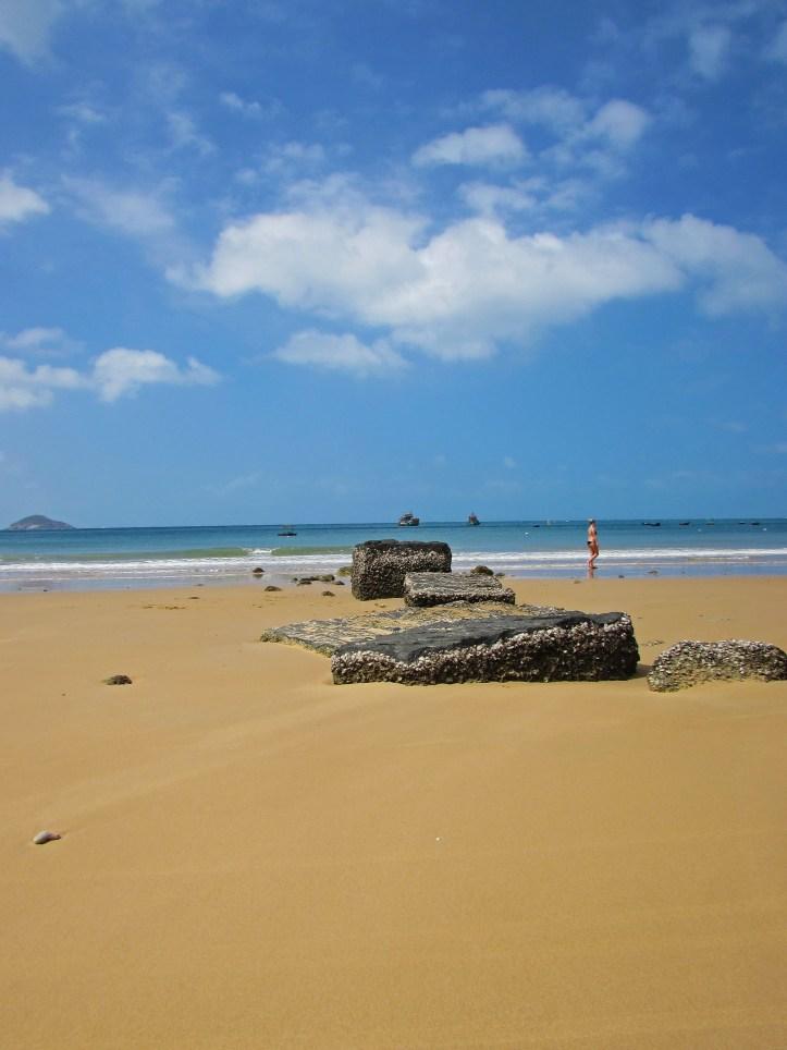 Con Son beach wandering