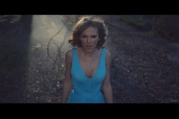 WTFSG_taylor-swift-style-blue-out-woods-dress_2