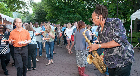 Good food and good music are on tap at ZooFari. (Photo by Mark Vanbergh/Smithsonian's National Zoo)