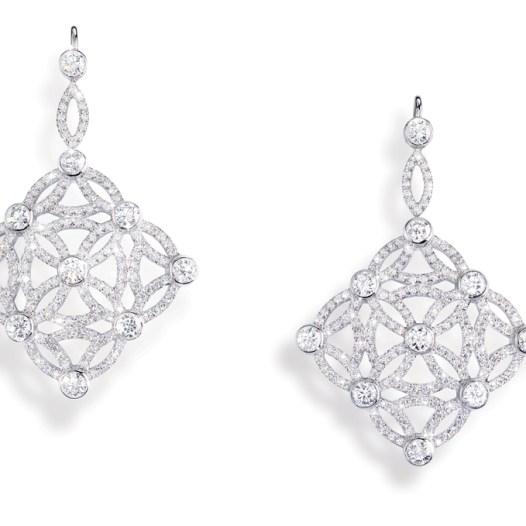 """Pendientes Extremely Piaget """"Décor Dentelle"""" en oro blanco de 18 quilates, engastados con 348 diamantes talla brillante (aprox. 4,13 quilates)."""