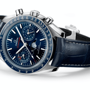 Speedmaster moonphase_304.33.44.52.03.001_with background_16