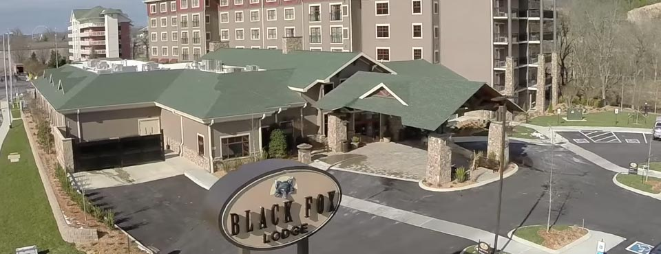 View of the entrance and check in at the Black Fox Lodge in Pigeon Forge Tn 960