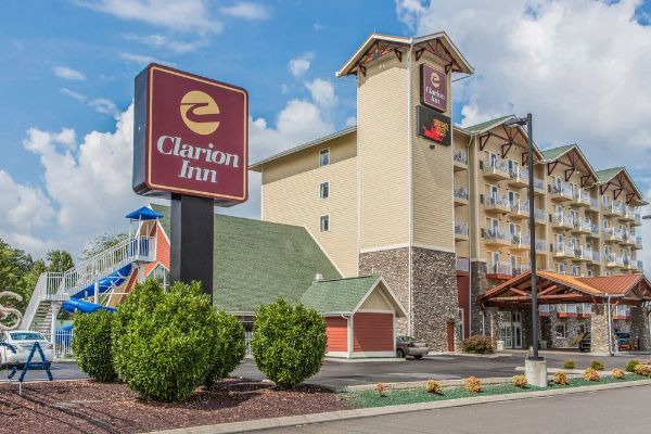Hotels Near Dollywood With Indoor Water Park