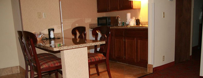 Hampton inn and Suites on the Parkway in Pigeon Forge Suite with Kitchenette wide