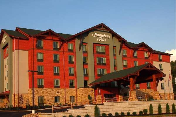 View of the Front Entrance to the Hampton Inn Pigeon Forge on Teaster Lane 600