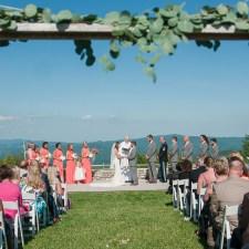A Rustic Overlook Barn Wedding | Boone Wedding Photographer | Wayfaring Wanderer