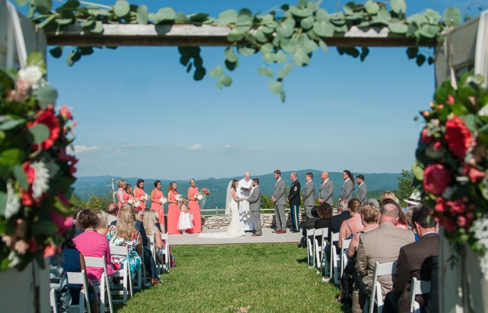 A Rustic Overlook Barn Wedding | Boone Wedding Photographer | Wayfaring Wanderer