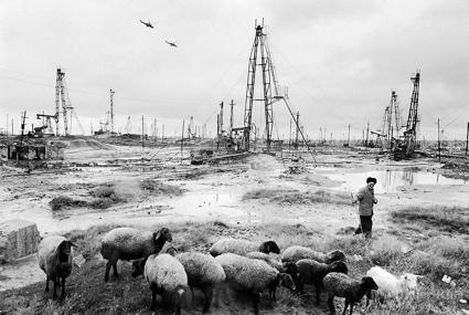 0a04-Azerbaijan-Oil-2007.jpg