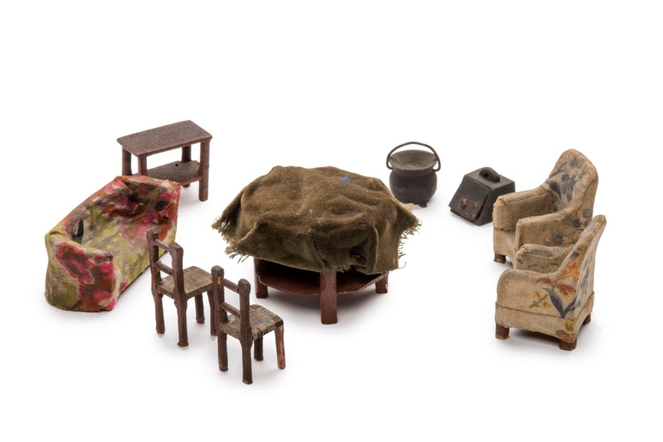 1a7. Patrick Mahon Miniature furniture used to reconstruct the murder scene of Emily Kaye, 1924 ∏ Museum of London