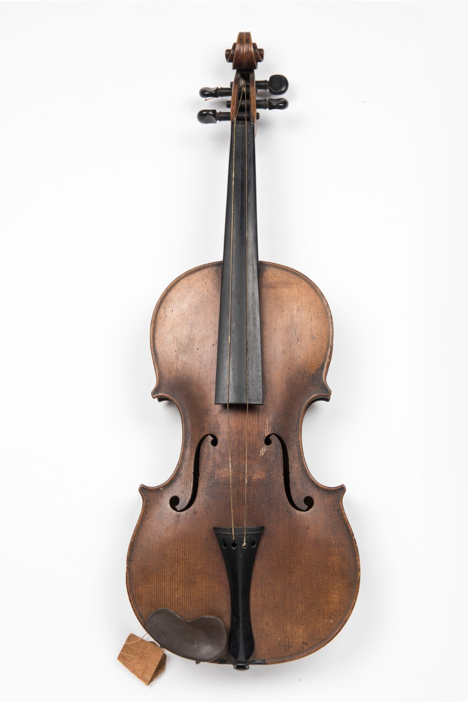 Violin belonging to cat burglar, Charles Peace, executed for killing a police officer in a burglary gone wrong in 1878. Peace was a musician serenading households by day; returning robber by night. © Museum of London / object courtesy the Metropolitan Police's Crime Museum