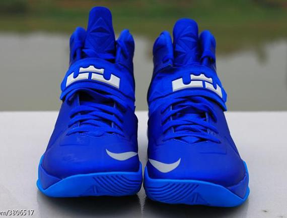 Nike-Zoom-Soldier-7-(VII)-Game-Royal-Blue-Glow-11