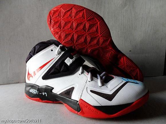Nike-Zoom-Soldier-VII-(7)-Wear-Test-Sample-Detailed-Look-1