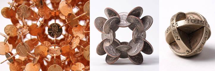 数千枚のコインで作られた幾何学的な彫刻