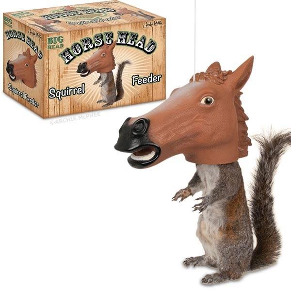 alimentador_para_ardillas_con_forma_de_cabeza_de_caballo_1