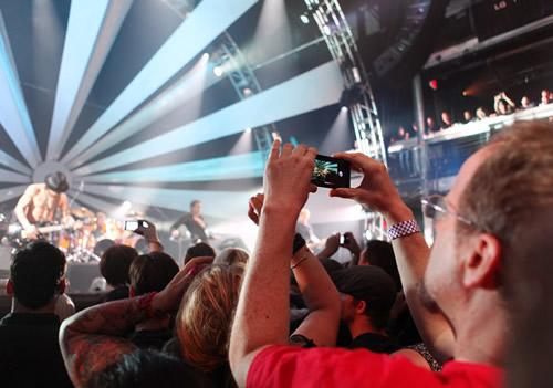 Janes Addiction LG 03 LG, Janes Addiction y Youtube presentarán el primer concierto generado en 3D