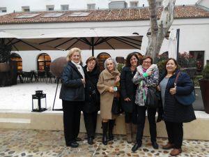Con sus antiguas compañeras del Colegio San Ignacio, en diciembre de 2017.
