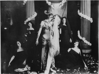 Mata Hari performing in Paris, Museum Guimet March 1905