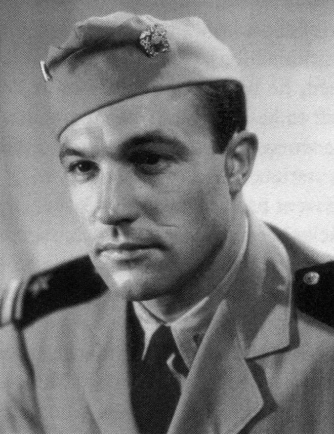 Gene Kelly in uniform