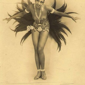 Josephine Baker in costume (well, some feathers & rhinestones)