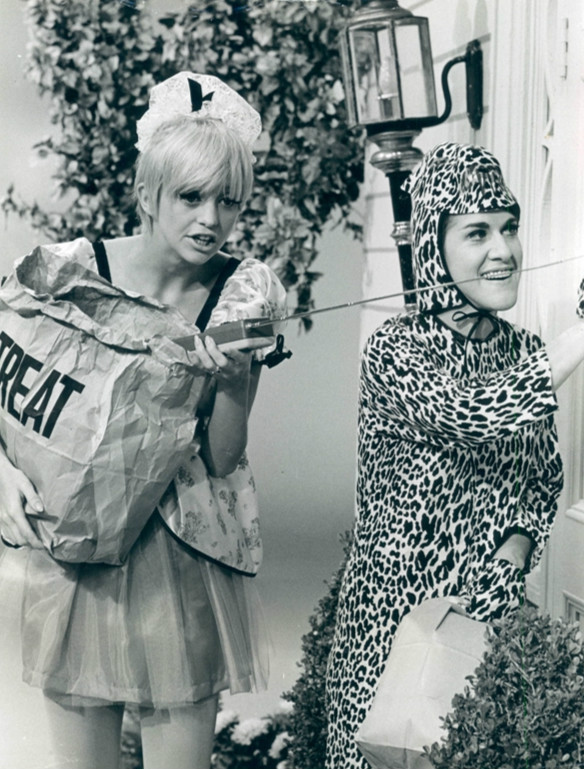 Goldie Hawn trick or treating