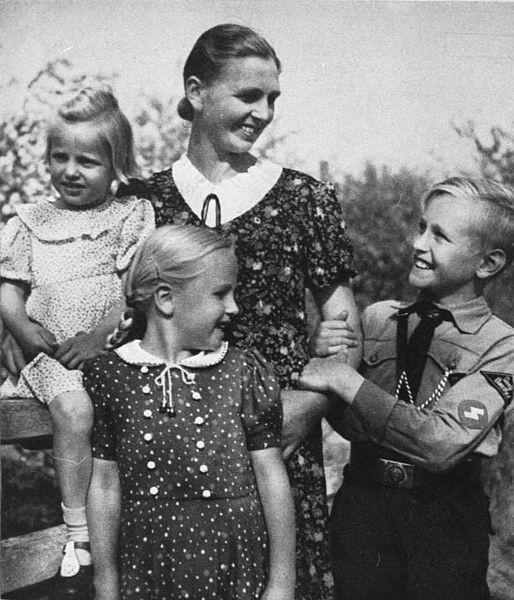 1940s Germany Fashions