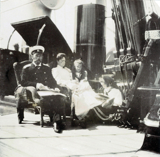 photograph of Tsar Nicholas II and Tsarina Alexandra with their daughters Olga and Maria in about 1908