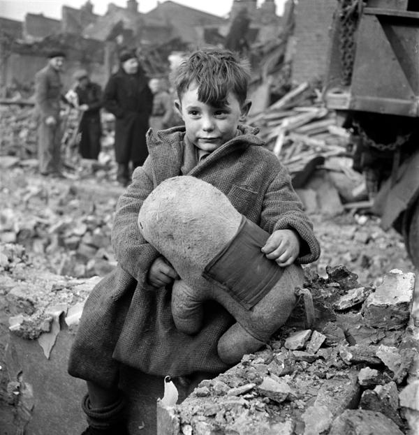Children in the Blitz WW2