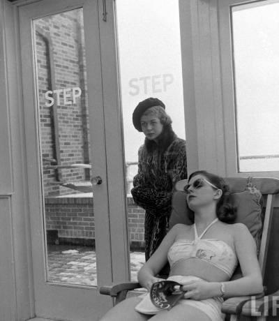 1940s Fads: Indoor Sunbathing