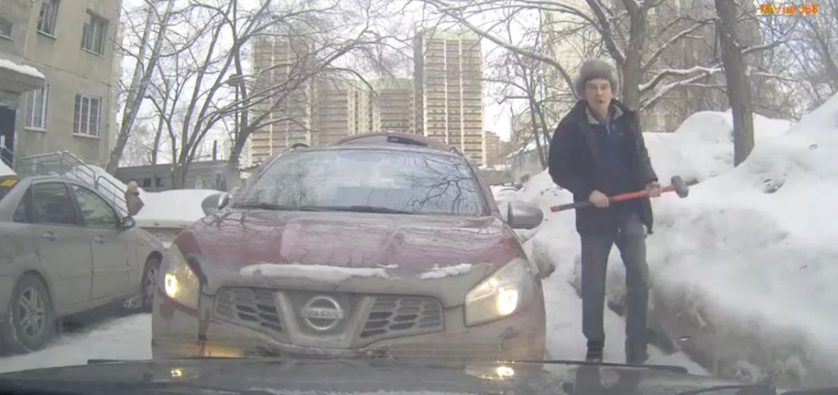 How Russian Drivers Communicate with Each Other When They Meet On a Narrow Roadway
