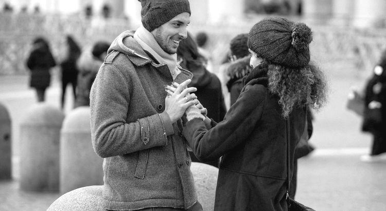 Und eines Tages in Deinen Leben ist da plötzlich jemand, der nach Deiner Hand wieder greift, der Dir endlich wieder zuhört, ohne zu unterbrechen und hört sich Deine Vergangenheit an, gibt ohne eine Gegenleistung zu verlangen, hilft ohne das man fragen muß alte Wunden heilt, ohne es zu wissen, lacht und scherzt mit Dir, gibt Dir wieder Mut und Hoffnung und zeigt Dir, das alles auch ganz anders sein kann und gibt Dir einfach nur das Gefühl das Du was ganz Besonderes bist. - Verfasser Unbekannt