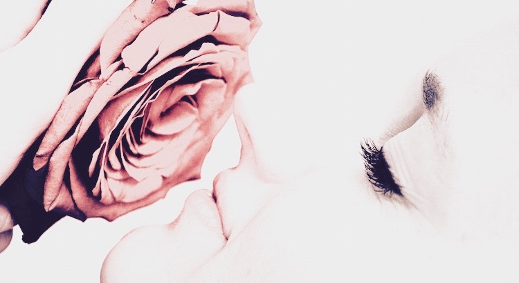 Wär' auch die ganze Welt mit Dornen rings umstellt, ein Herz, das Liebe fühlt, bleibt stets ein Rosenfeld. - Mevlana RumiDu fragst nach einer Rose – lauf vor den Dornen nicht davon. Du fragst nach dem Geliebten – lauf vor dir selbst nicht davon. - Mevlana Rumi