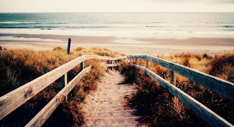 Wege, die in die Zukunft führen, liegen nie als Wege vor uns. Sie werden zu Wegen erst dadurch, dass man sie geht. - Franz Kafka