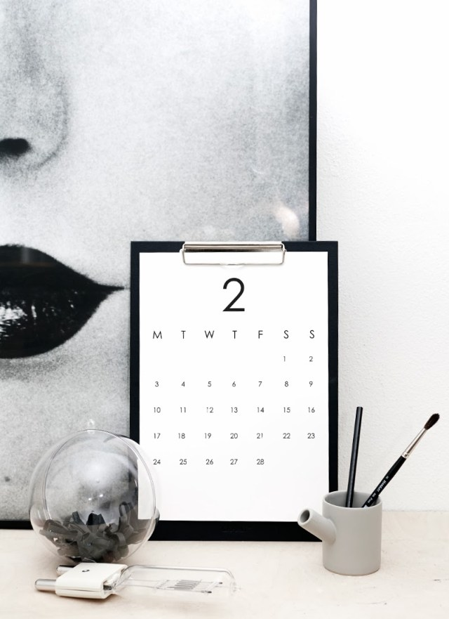 minimalistic desk calendar 2014