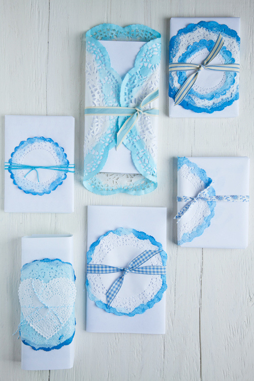 Ink dipped ediging on doilies to decorate gifts (via Decor8)