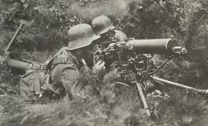 Deutsche MG-Schützen mit Gasmasken