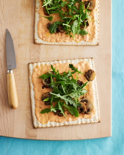 roasted red pepper and arugula flatbread matzo pizza