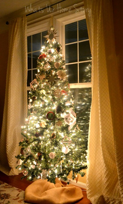 Whats Ur Home Story: handmade Christmas decorations, simple Christmas tree, natural decor Christmas, white and red Christmas tree, paper christmas ornaments, handmade ornaments Christmas tree
