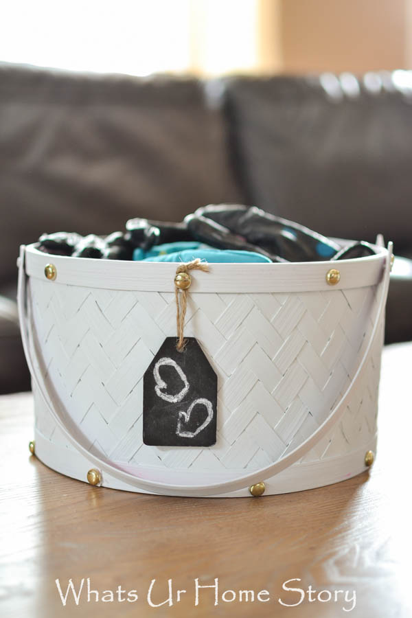 DIY painted baskets for storing winter accessories