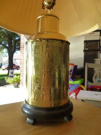 ENGRAVED BRASS TABLE LAMP