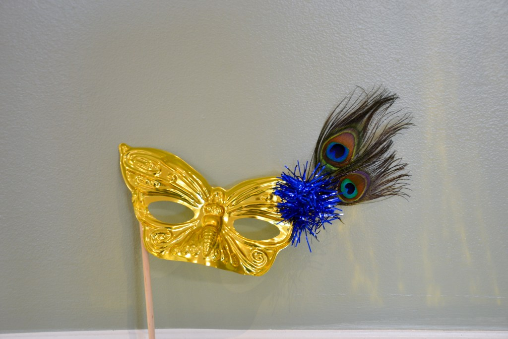 masquerade-mask-diy-photo-booth-props